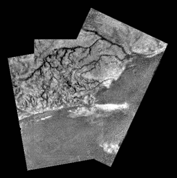 On descent, the probe photographs what looks like a coastline